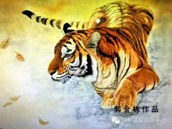 """1988年进修于中央工艺美术学院,后拜齐派画家周确先生为师,主攻国画大写意和工笔画,在多年的刻苦学习探索中,尤以擅长佛像人物,雄狮,猛虎,猎豹等大型猫科动物闻名海内外,在画狮虎豹领域中被誉为中原(森林之王)的美称,其作品多次参加国内外举办的书画大展并获奖。 2011年在南京举办的全国第四届艺术家慈善书画义卖活动。2012年在山东举办的""""迎中秋,庆十一""""军地书画名家交流联谊会活动。 2013年在济宁金宇美术馆举办的""""建党92周年全国书画名家约请展获金奖""""。 2"""